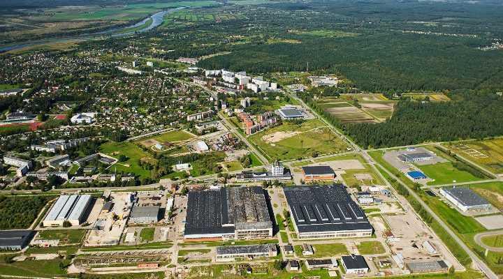 Kawasan pabrik diatas umumnya merupakan bagian dari kawasan ekonomi khusus suatu wilayah