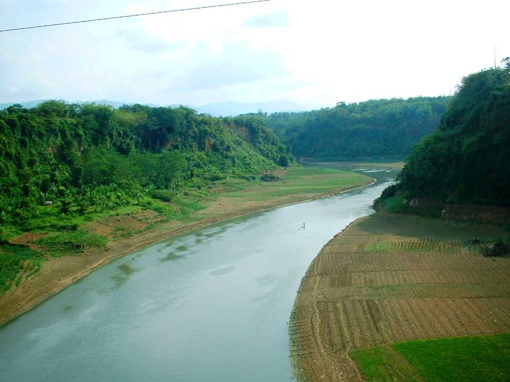 Sungai Bengawan Solo memiliki 2 hulu yaitu di Gresik dan Ponorogo