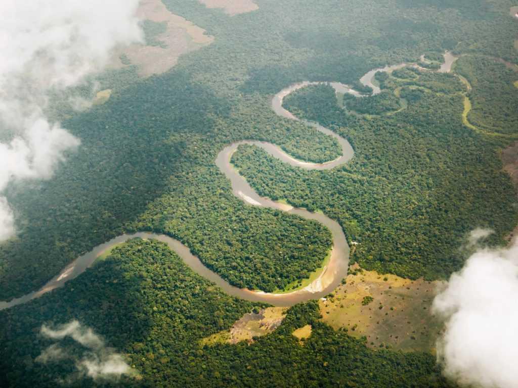 Sungai Congo di benua Afrika merupakan sungai terdalam di dunia