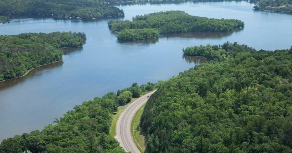 Sungai Mississippi-Missouri-Jefferson merupakan sistem sungai terbesar di Amerika Serikat dan Canada