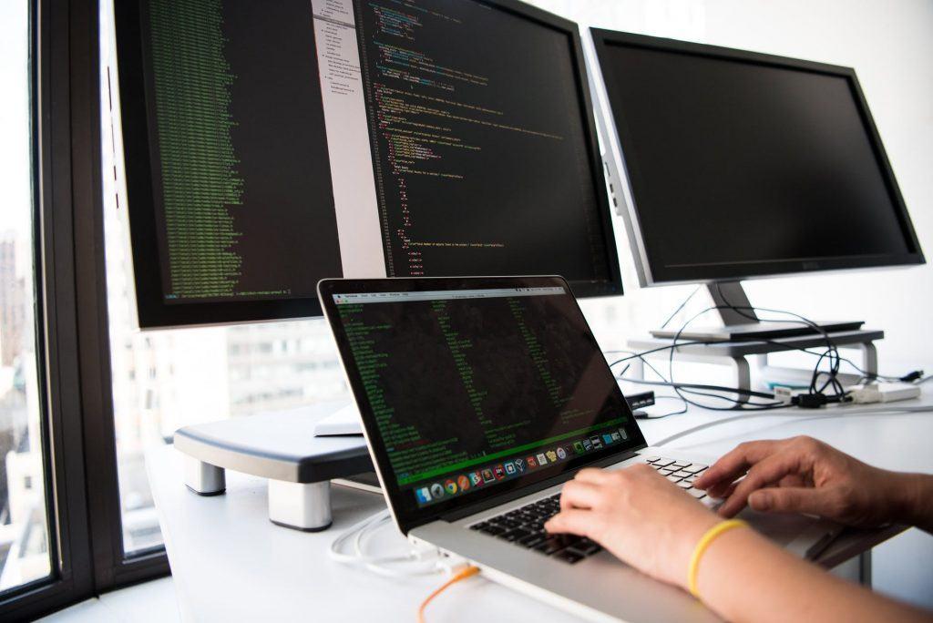 Ahli SIG dengan perangkat keras yang performanya tinggi mampu menggunakan metode-metode analisis baru yang sangat membebani computer dan perangkat lunak lainnya