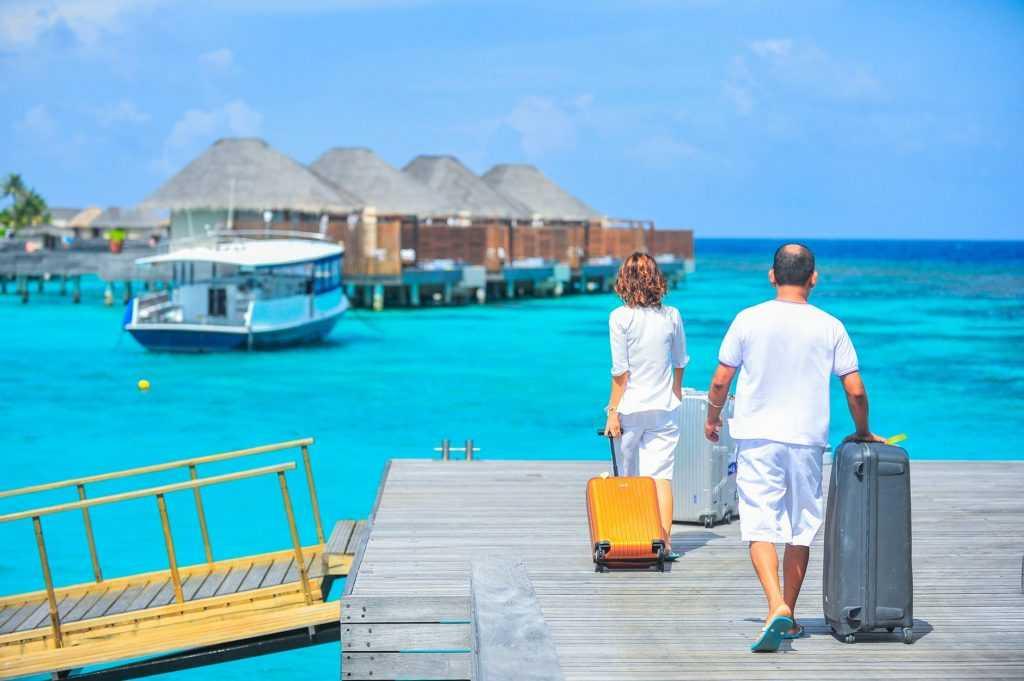 Pariwisata yang meningkat merupakan salah satu dampak positif globalisasi yang tidak terlihat secara langsung