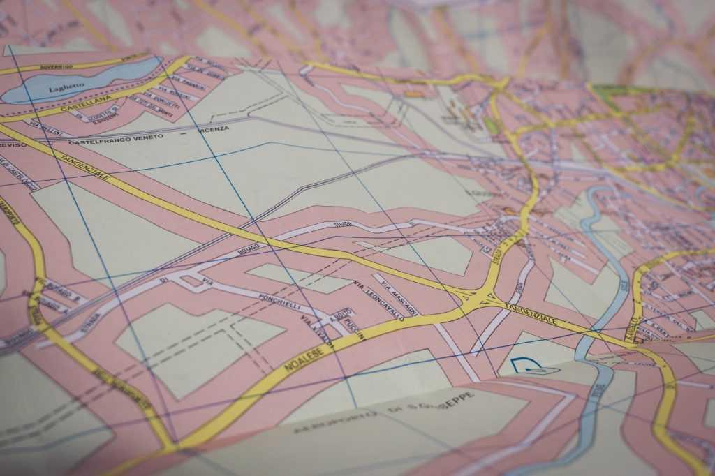 Peta merupakan salah satu contoh output dari Sistem Informasi Geografi
