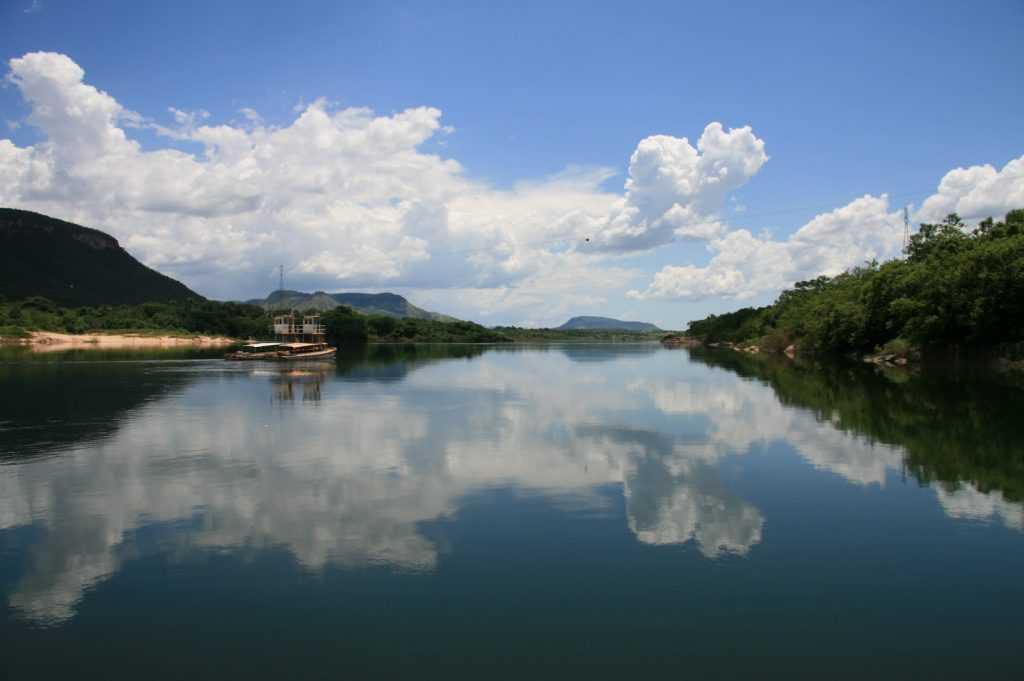 Sungai Tocantins-Araguaia terletak di Brazil dan mengalir sepanjang 3.650 km