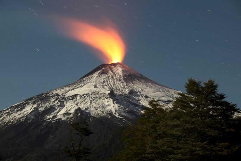 Aktivitas vulkanisme seperti letusan gunung berapi dapat mengeluarkan gas sulfur dalam jumlah banyak ke atmosfer