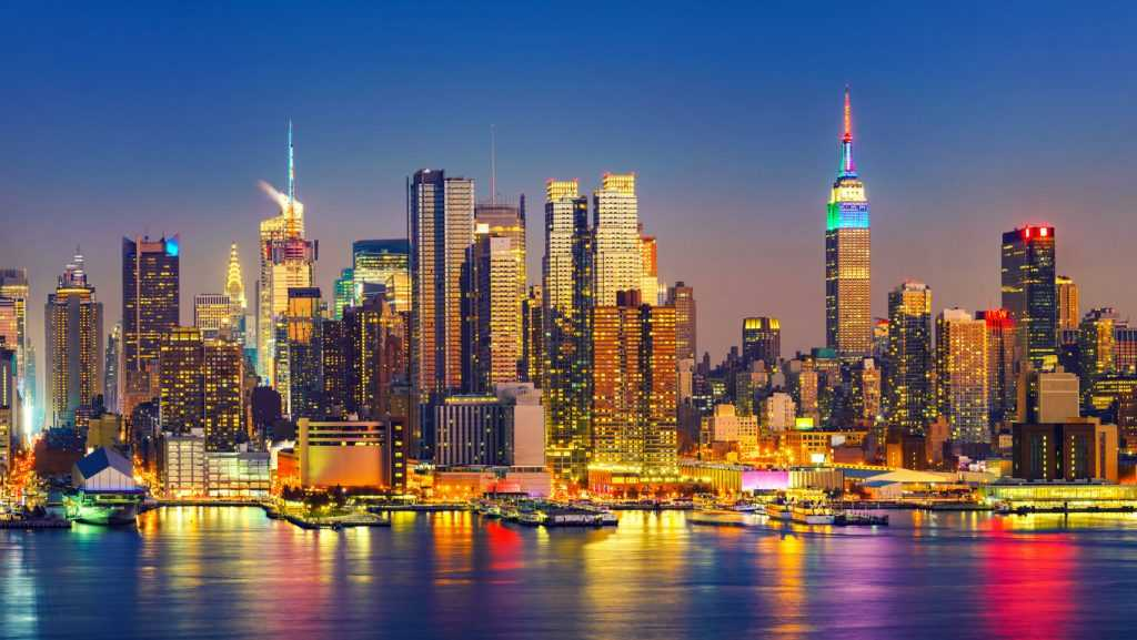 Perekonomian Amerika Serikat didukung oleh sektor keuangan di New York dan teknologi di California
