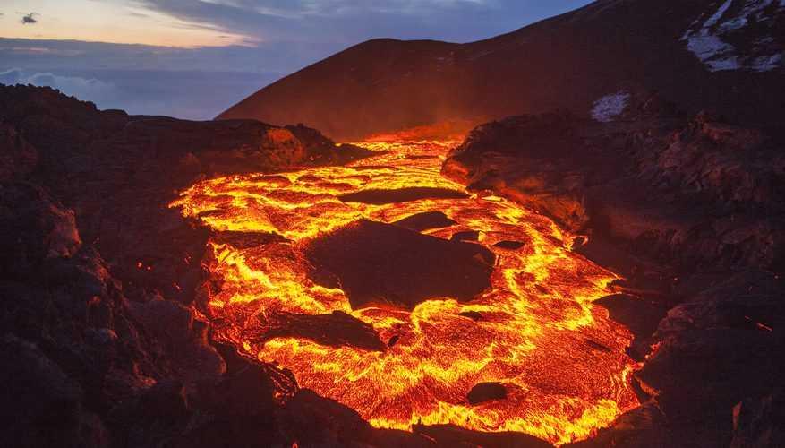 Tenaga endogen adalah tenaga yang berasal dari dalam perut bumi