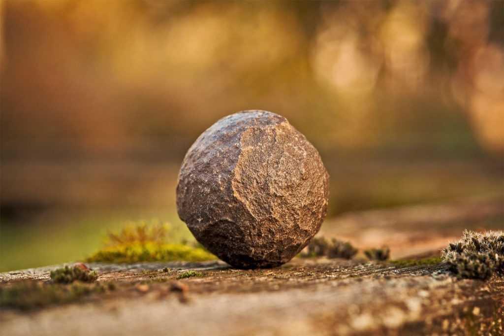 Pelapukan adalah proses hancurnya batu-batuan menjadi batuan yang lebih kecil lagi