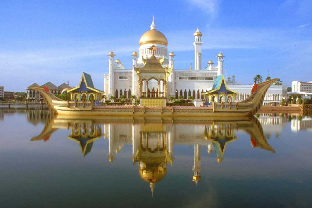 Brunei Darussalam merupakan negara kecil dengan sumber daya minyak dan gas yang besar