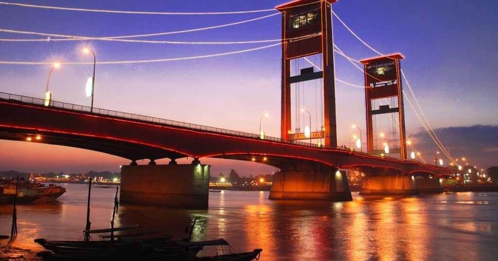 Jembatan Ampera adalah Ikon Sungai Musi yang senantiasa menjadi kebanggaan warga Palembang