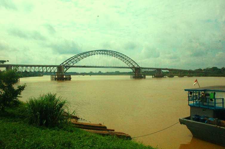 Sungai Batang Hari memiliki DAS terbesar kedua di Indonesia, seluas 4,9 juta km2