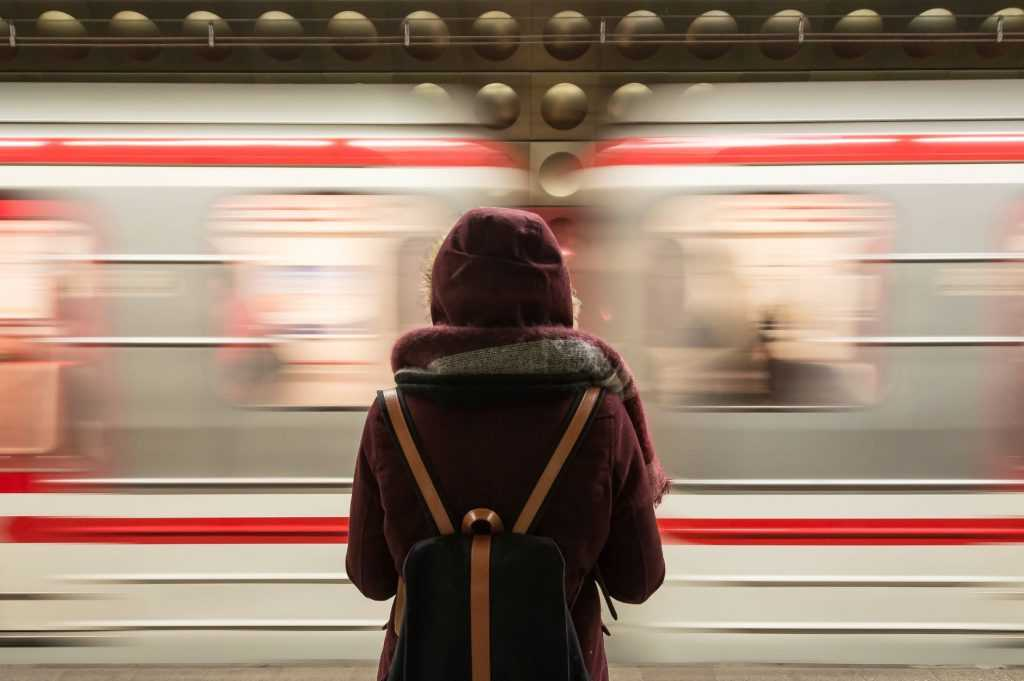 Kereta dan transportasi publik cepat lainnya meningkatkan kemudahan bagi masyarakat untuk bepergian