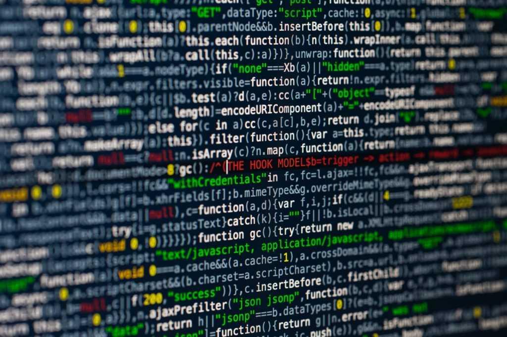 Dengan adanya database yang terstruktur, pengelolaan data di SIG dapat dilakukan dengan lebih mudah