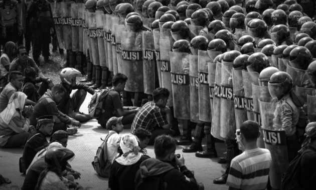 Egoisme dan anarkisme merupakan hambatan persatuan dan kesatuan bangsa