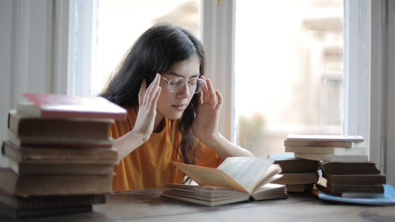 Unsur ekstrinsik dalam karya sastra