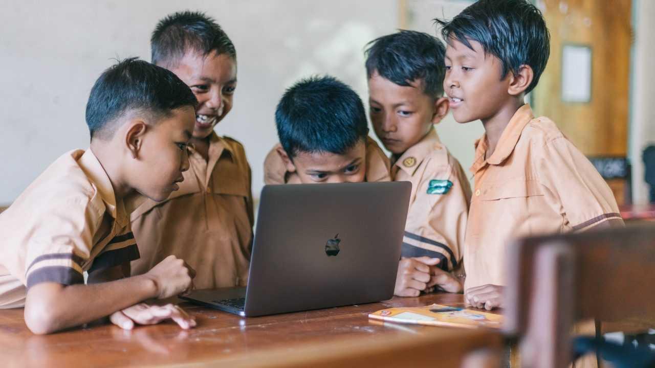Sarana dan prasarana dalam kegiatan belajar mengajar di sekolah